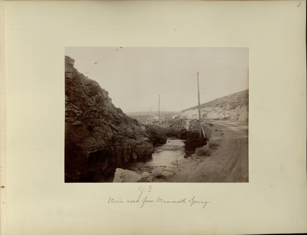 Y.P. : main road from Mammoth Springs